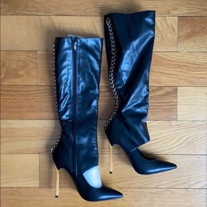 BRAND NEW never worn Super chic sleek black boots